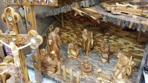 Presépio feito de madeira de Oliveira